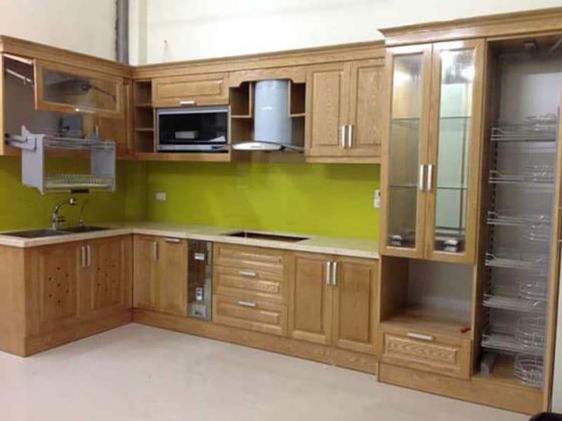 Tủ bếp sồi Nga đẹp. Mẫu tủ bếp chữ L giúp tận dụng tối đa góc vuông của ngôi nhà giúp tiết kiệm không gian