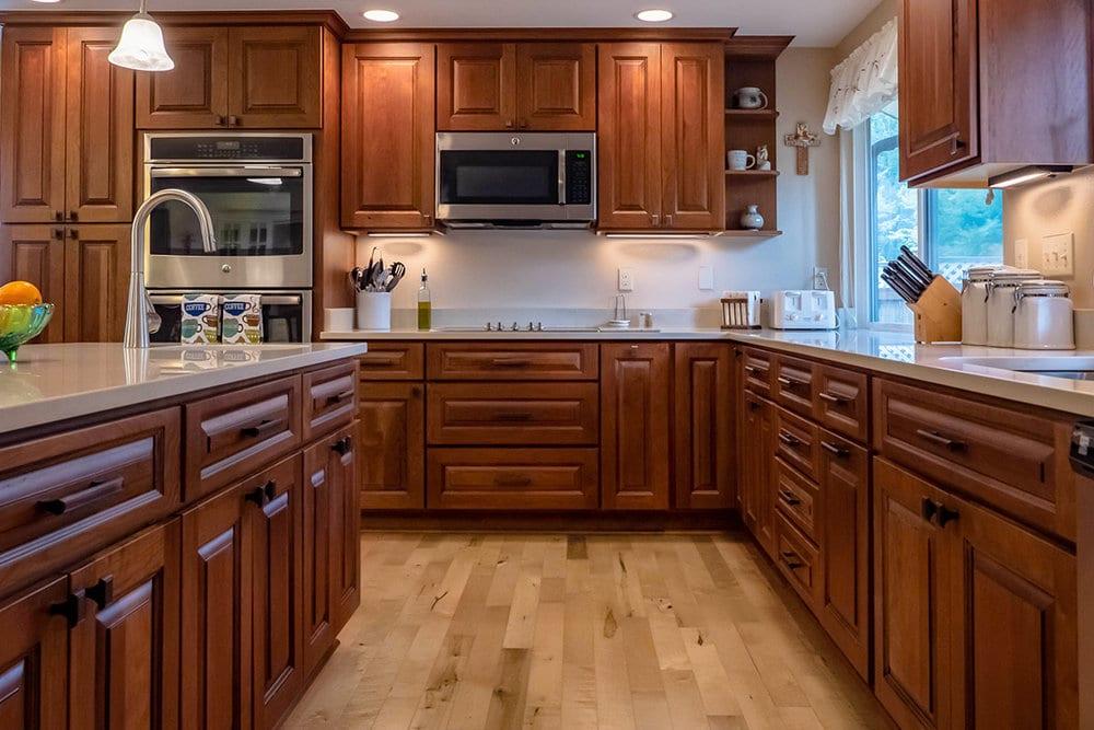 Kinh nghiệm làm tủ bếp cho ngôi nhà của bạn. Mẫu tủ bếp gỗ tự nhiên mang lại vẻ đẹp tinh tế và sang trọng, với những vân gỗ đẹp tự nhiên