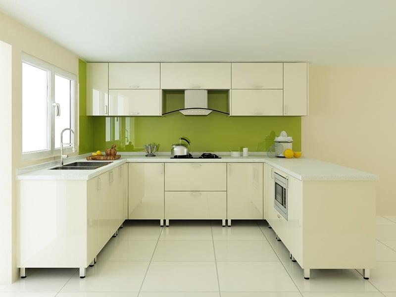 Tủ bếp cánh kính đẹp chữ U , với gam màu sáng tạo cảm giác tươi mới khi nhìn vào. Phù hợp với ngôi nhà có không gian bếp rộng