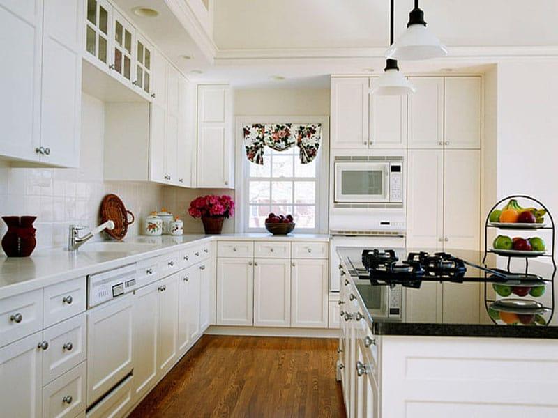 Tủ bếp tân cổ điển song song sang trọng, quý phái