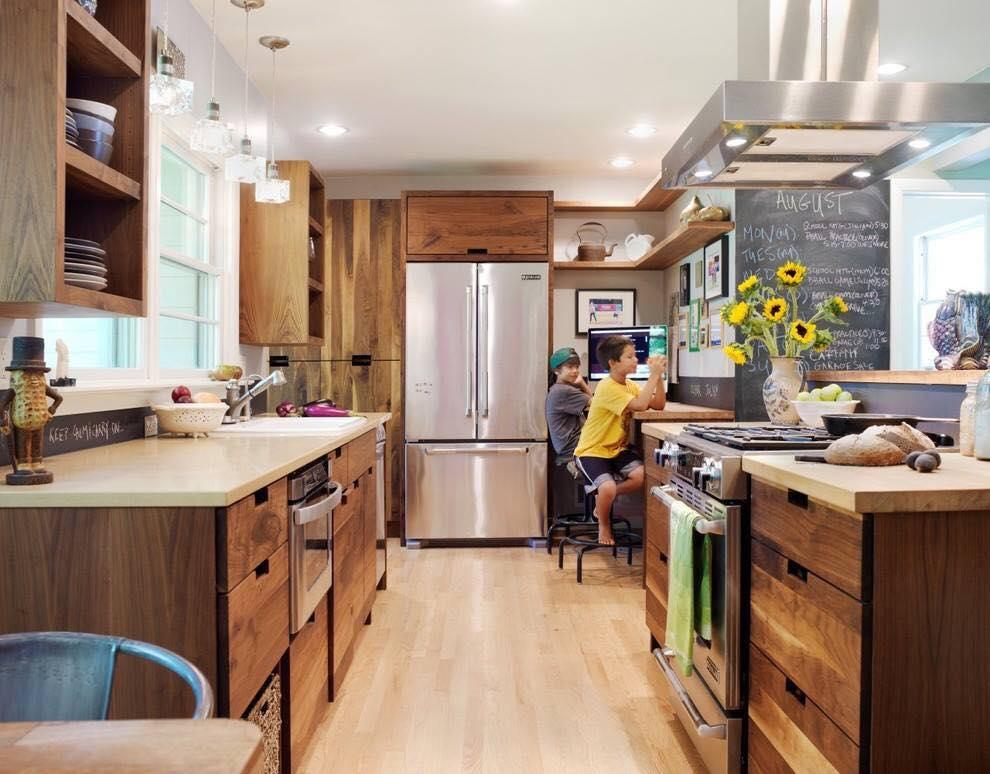 Kinh nghiệm làm tủ bếp cho ngôi nhà của bạn. Mẫu tủ bếp gỗ song song là mẫu tủ bếp được sử dụng cho những ngôi nhà có không gian bép rộng, những ngôi nhà có hơi hướng hiện đại, thường được sử dụng phổ biến trong các nhà hàng và khách sạn